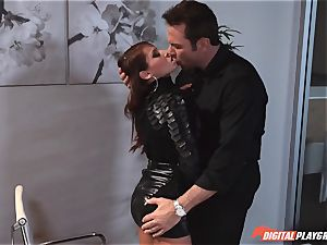 Madison Ivy has her pointy fuckbox speared
