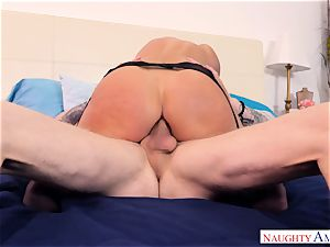 India Summers plumbed in her rear entrance