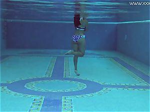 Andreina De Luxe in glamour underwatershow