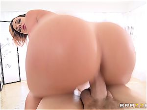 The best rubdown you could ever imagine of is Jada Stevens' mechanism
