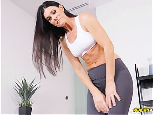 ultra-kinky cougar India Summers thrashed in the honeypot during yoga