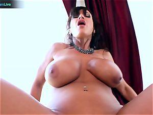 Lisa Ann loves sitting into Toni Ribas thick fuckpole