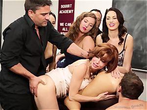 Veronica Avluv showcases scorching girls how to splatter