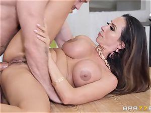 Ariella Ferrera getting tucked in her drill hole