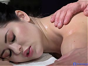 chubby booty Cassie experiences the most romantic massage