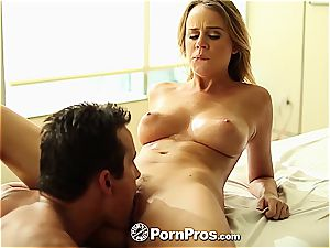 Alexis Adams uses her kinks and snatch