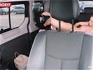 LETSDOEIT - mischievous Czech entices and pulverizes Uber Driver