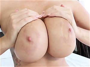 Interview with big-boobed bombshell Alison Tyler