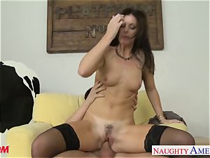 Stockinged mommy India Summers gets boned and facialized