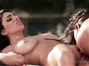 Aspen Rae bashes Darcie Dolces spot and makes her orgasm