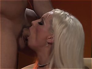 mind-blowing Diana gets plumbed deep in her tights