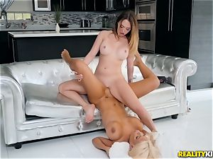 Bridgette B and Quinn Wilde eating cooter