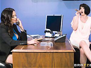 bootie boning cougar Ariella Ferrera in the office