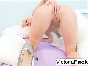 Victoria shares her extraordinaire body