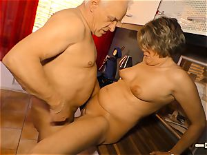 Hausfrau Ficken - spunk on bra-stuffers for mature German unexperienced