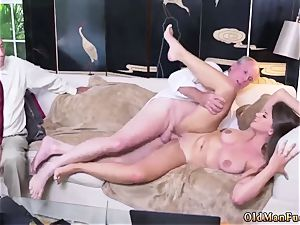 Real first-timer wifey rides After getting to know the dudes better, she amazes even more
