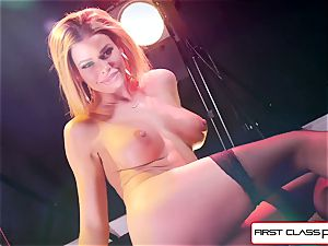 watch Jessa Rhodes taking a ginormous pipe down her mouth