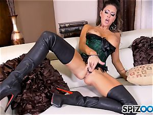 black-haired cutie Jessica Jaymes messes with her cool minge