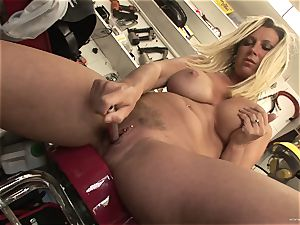 steaming Devon Lee likes taunting her succulent wet love button