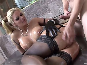 Phoenix Marie get her body packed with oil